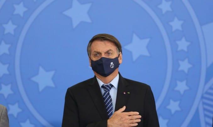 Bolsonaro assina medidas